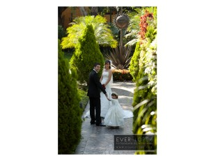 fotografia de novios para enlace matrimonial en jardines jardin exteriores fotografias por Ever Lopez