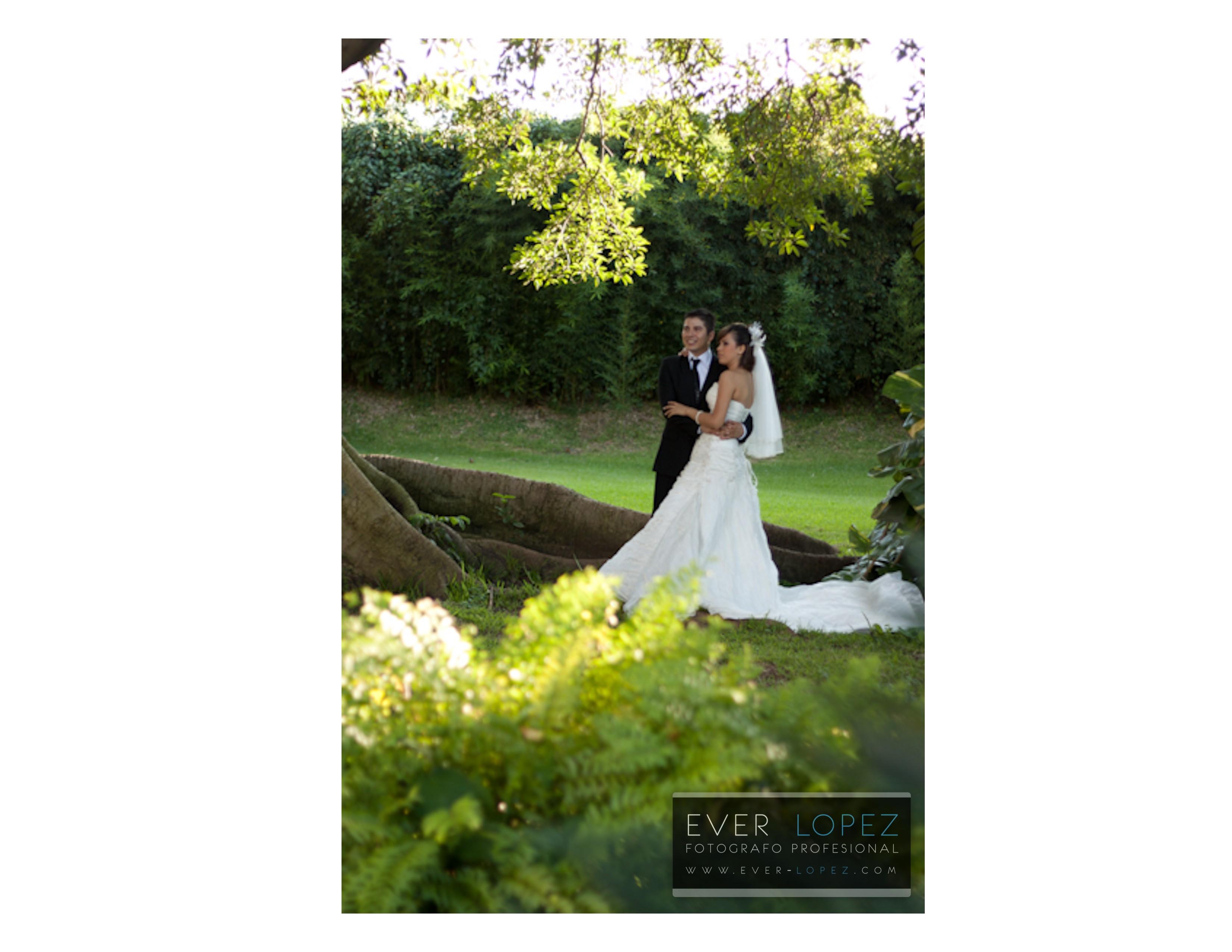 Sesion fotografica en locacion boda magaly y jesus formal for Bodas en jardin en monterrey