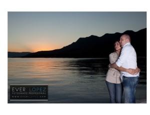 fotografia novios al atardecer sesion fotografica para album digital parte del paquete de bodas fotografia y video www.ever-lopez.com