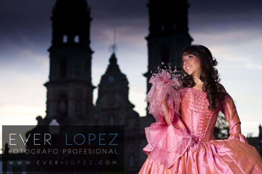 fotografia basilica zapopan guadalajara jalisco mexico por ever lopez quince xv 15 años quinceañera quinceañeras vestido rosa tipo princesa princesas disney tocado ramo tiara zapatos