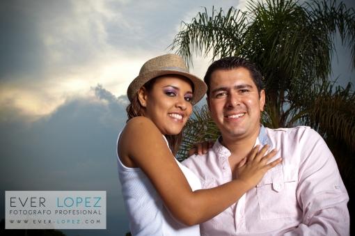 fotografias de novios en parque guadalajara para su boda, album digital de fotografias de bodas guadalajara, fotos novios bodas gdl