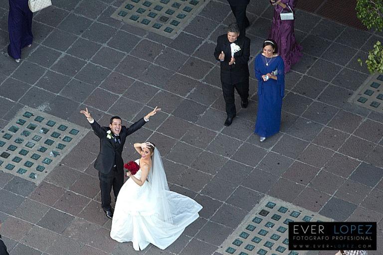 foto aerea de boda en guadalajara jalisco mexico iglesia la paz y chapultepec frente al hotel lafayette