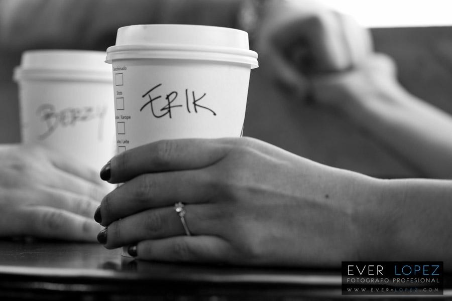 Sesion fotografica casual pre boda Starbucks Guadalajara – Berzy +Erik