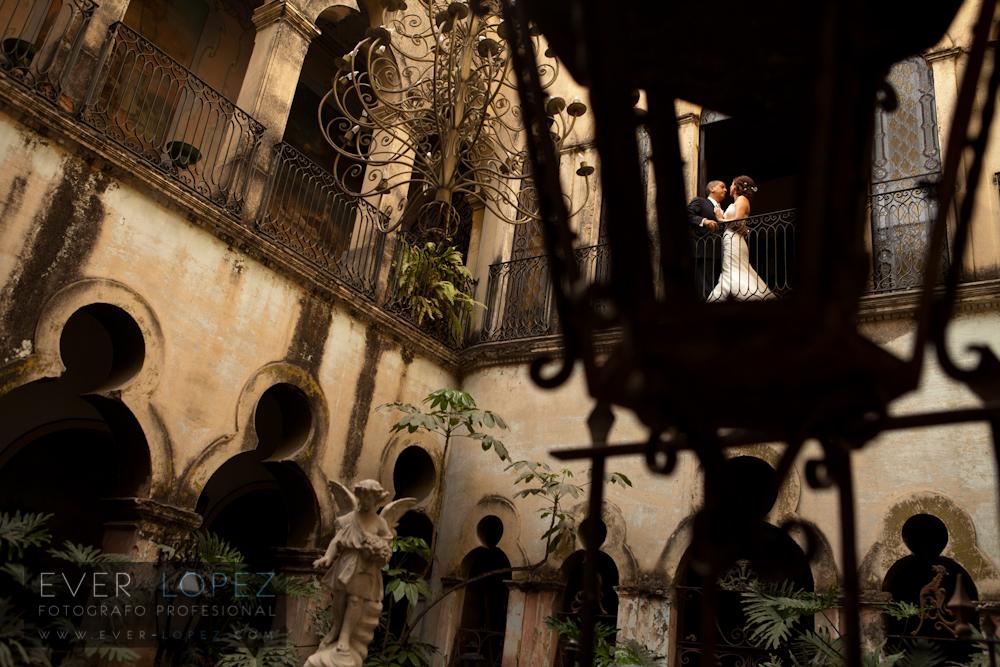 fotos formales de novios previo a su boda en guadalajara jalisco mexico palacio de las vacas guadalajara jalisco mexico fotografo de bodas mexico Ever Lopez