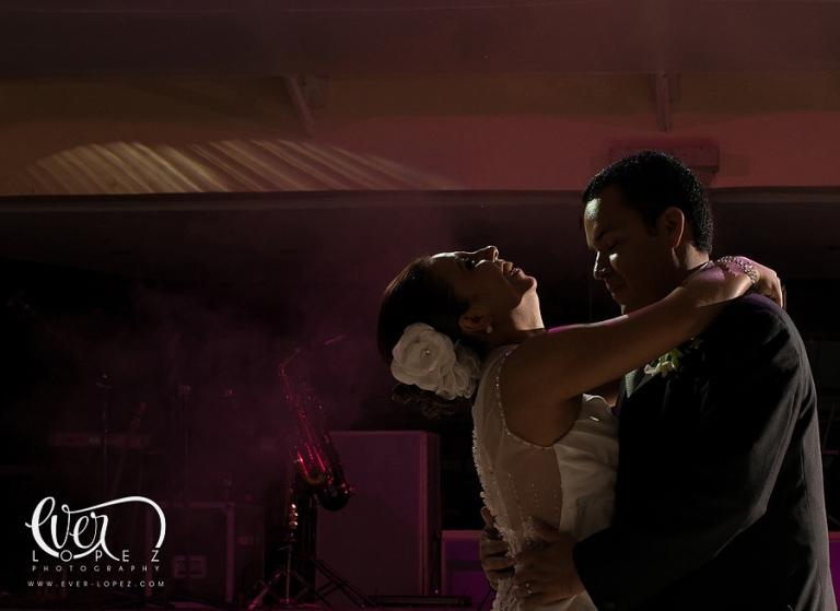 casa del lago eventos bodas puente grande jalisco fotografo de bodas fotos novios bailando fiesta melodico show grupo versatil mejor guadalajara