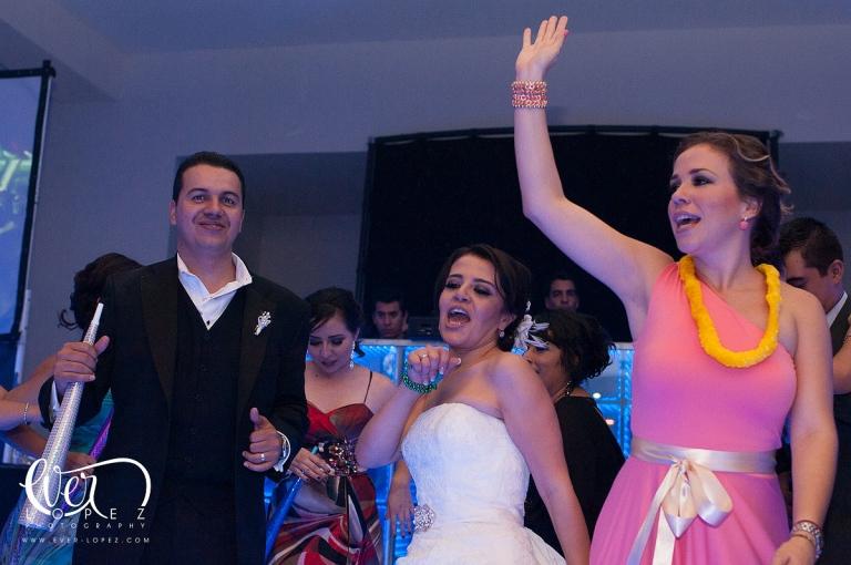 boda salon de eventos viventi guadalajara jalisco mexico conceptox concepto x dj musica para bodas pista iluminada leds cristal transparente