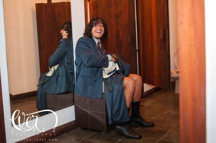 fotos boda terraza jardin cobalto guadalajara jalisco mexico invitado con pantalon roto fiesta oops foto candida boda