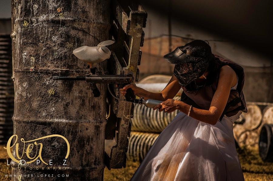 mexican destination wedding photographer trash the dress mexico Ever Lopez photography paintball