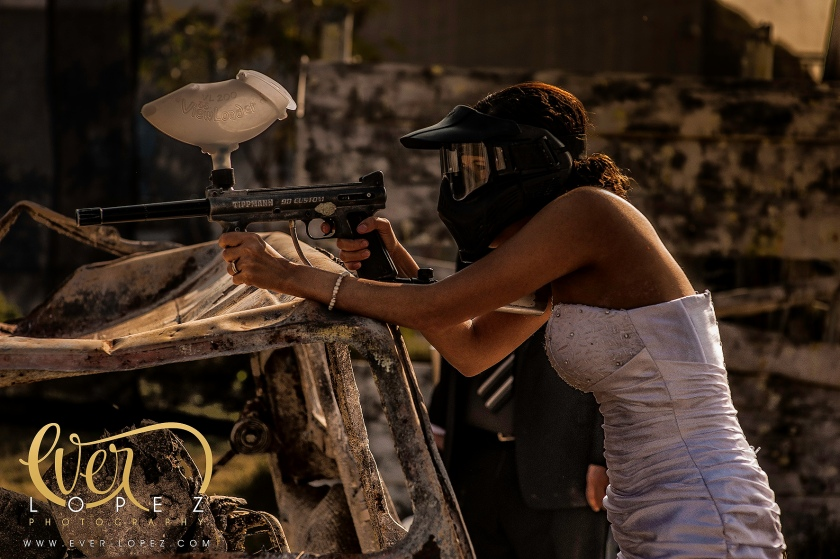 mexican trash the dress pictures paintball mexico wedding photographer Ever Lopez