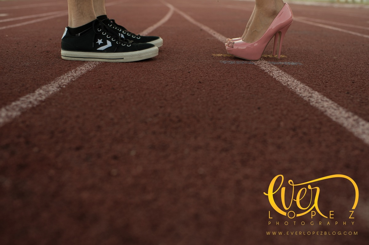 Track and Field engagement session pictures, mexican destination wedding photographer, America +Jesus