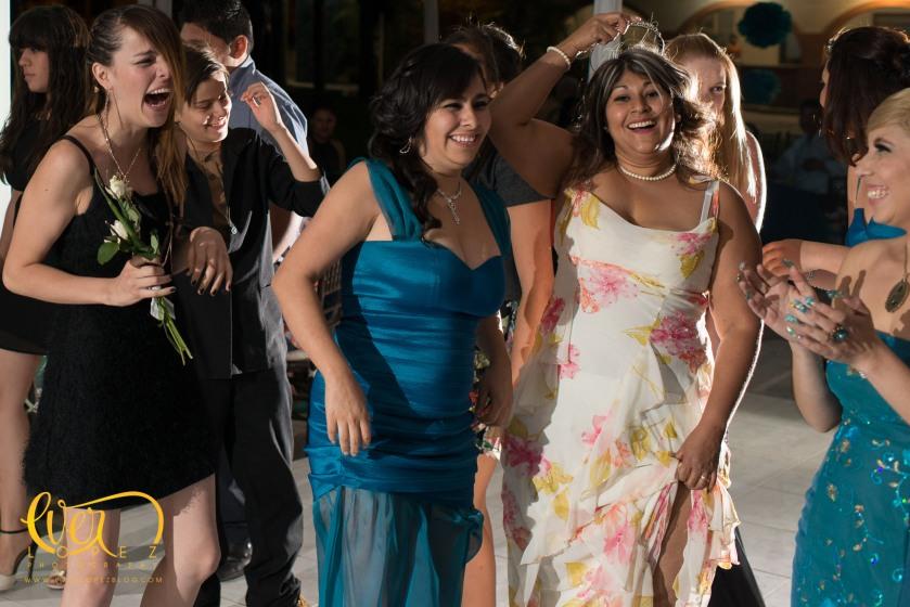 ramo liga aventar fotos fotografo profesional de bodas en Ameca Jalisco Mexico fotos novios misa fiesta casuales informales www.everlopezblog.com