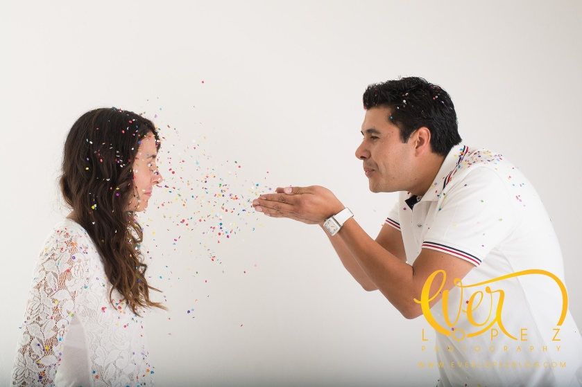 fotos pre boda estudio fotografo Ever Lopez Ameca Jalisco fotografias de boda globos pinturas creativas confeti