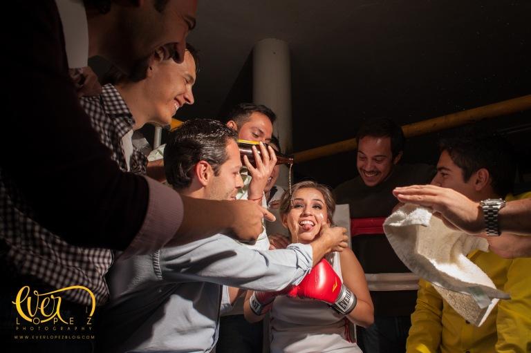 sesion fotos casual guadalajara ideas fotografos profesionales de bodas creativos fotos unicas creativas de novios locaciones box novios boxeadores ring fotografo ever lopez zapopan