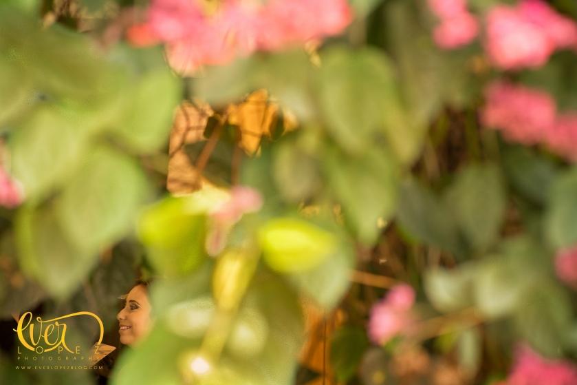 fotografo de bodas en ameca jalisco mexico ever lopez fotos club de leones arreglos decoracion bodas fotos durante el arreglo, maquillaje, peinado de la novia ameca jalisco gloria bustos makeup