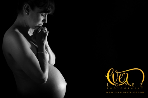 fotografo de embarazo, sesiones de estudio, desnudo artistico, fotos de maternidad, embarazada desnuda, fotos, fotografias embarazo, estudio guadalajara fotos, fotos maternidad, fotografo ever lopez, fotos bebes recien nacidos, fotografias blanco y negro, byn fotos embarazo, desnudo