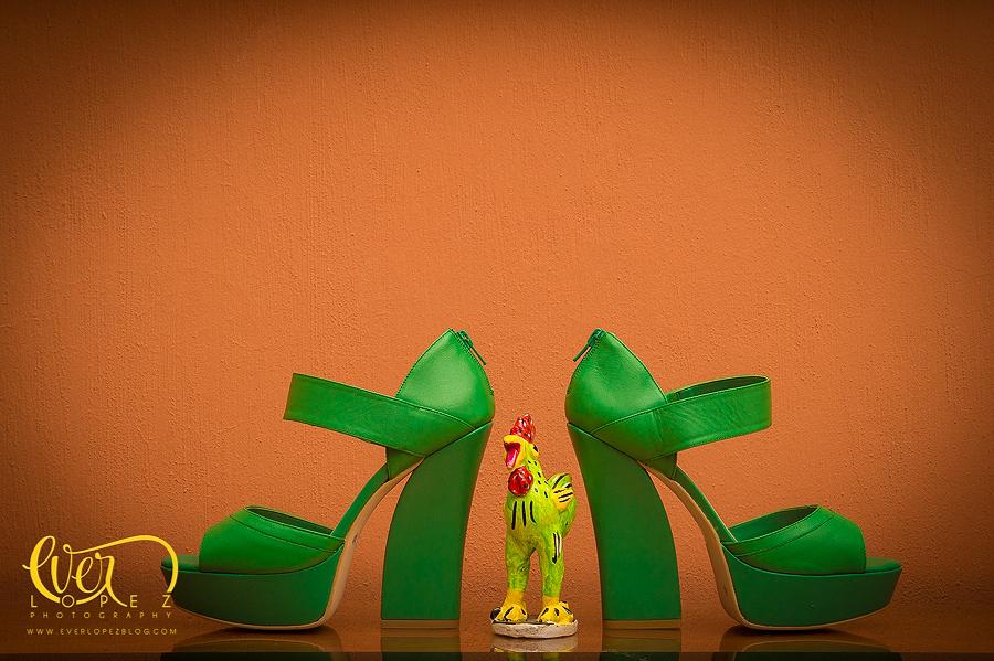 Zapatos tacones verdes para novia, fotografo profesional de bodas Ever Lopez