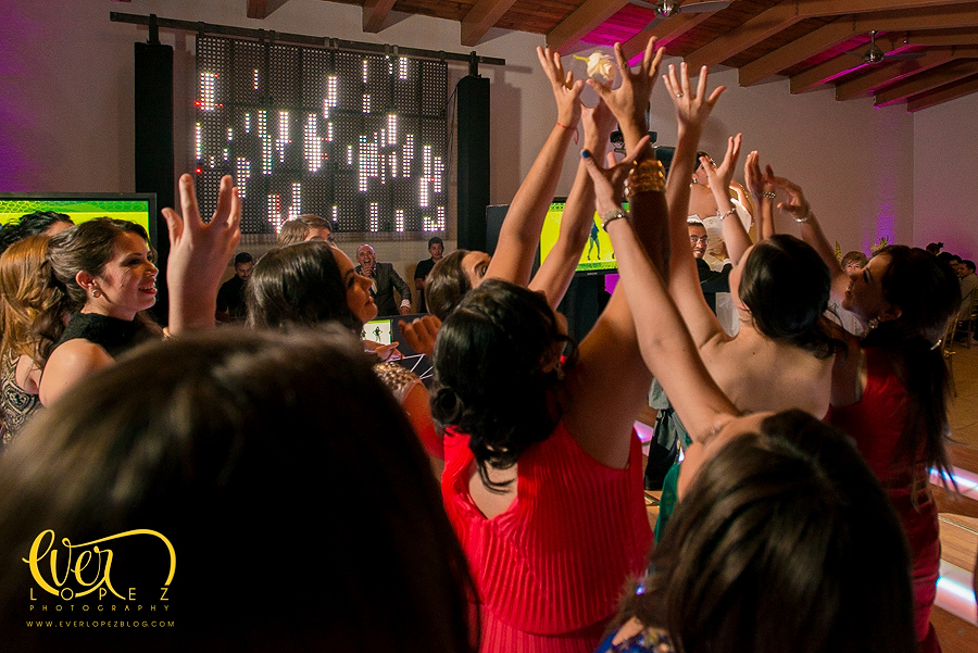 terraza salon de eventos la macarena guadalajara jalisco mexico fotos boda fotografo profesional de bodas en Mexico Ever Lopez DAT audio e iluminacion banquetes para boda lepanto terrabambino bellaterra la macarena fotos coctel misa san nicolas de bari www.everlopezblog.com