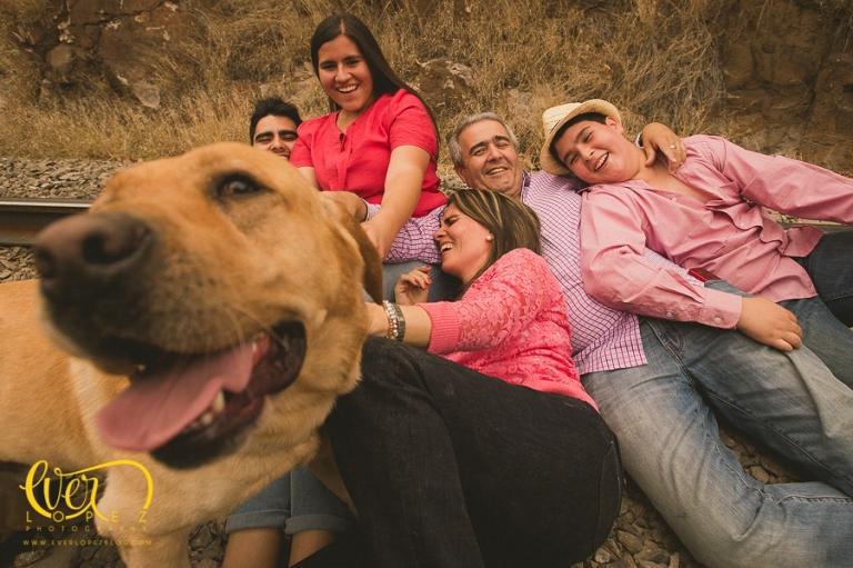 sesion fotos familiares fotografias fotografo sesion fotos familiares quinceañera con mascota, perro