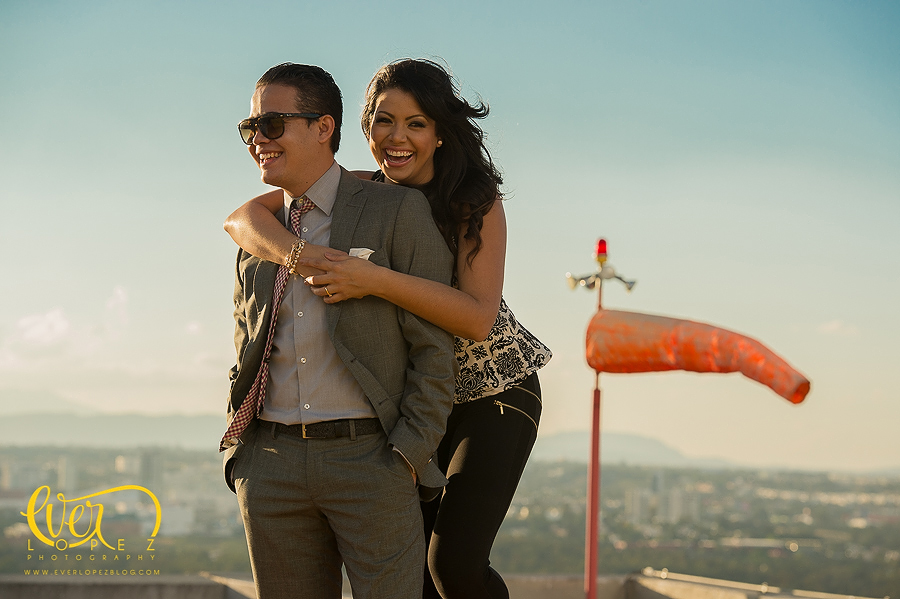 Mexico wedding photographer Ever Lopez, Helipad Engagement session pictures