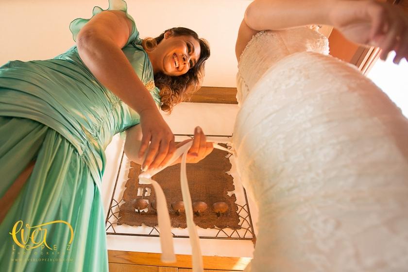 arreglo de la novia pepe gutierrez maquillista profesional de novias en Guadalajara jalisco mexico televisa gdl fotos de novia arreglandose con sus damas de honor fotografo Ever Lopez