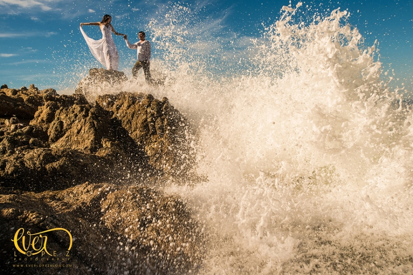 Trash the dress en la playa, puerto vallarta jalisco mexico, nuevo vallarta, bodas en hotel de playa, nuevo vallarta, cancun, manzanillo, san pancho, sayulita, playas, trash the dress, ttd, novia, novios, ola, mar, oceano, alberca, bajo el agua, fotos, fotografias, fotografos, fotografia, www.everlopezblog.com