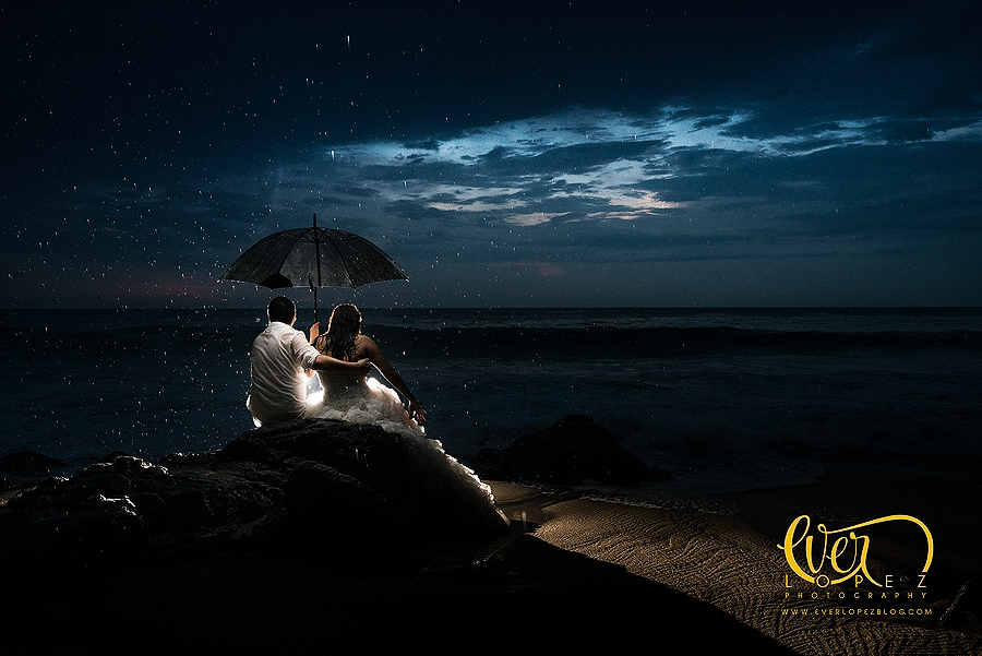Trash the dress durante lluvia tormenta tropical puerto vallarta jalisco mexico sayulita san pancho nuevo vallarta punta de mita fotografo profesional de boda en Mexico Fotos Ever Lopez