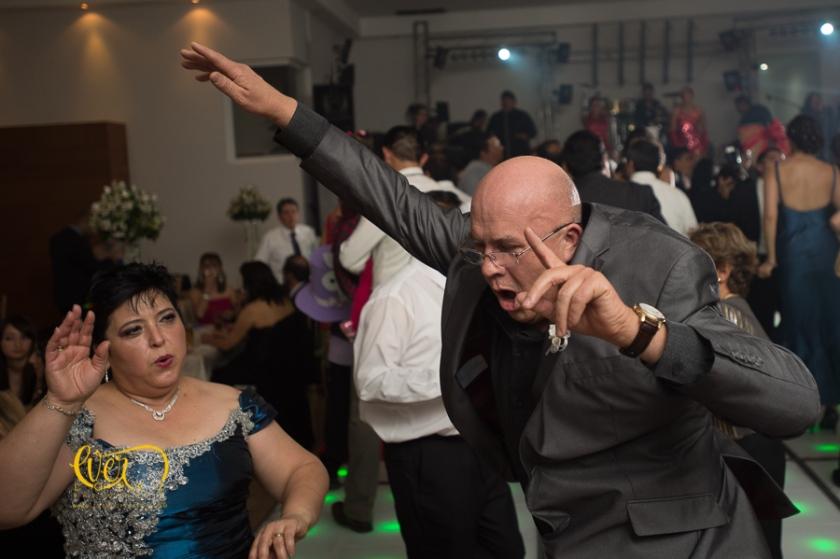 novios, invitados bailando, Salon de eventos Petrova, Guadalajara, Jalisco, Mexico. fotos boda, novios, baile, salon, terraza, jardin, xv años, yakarta, yacarta, fotos, fotografias