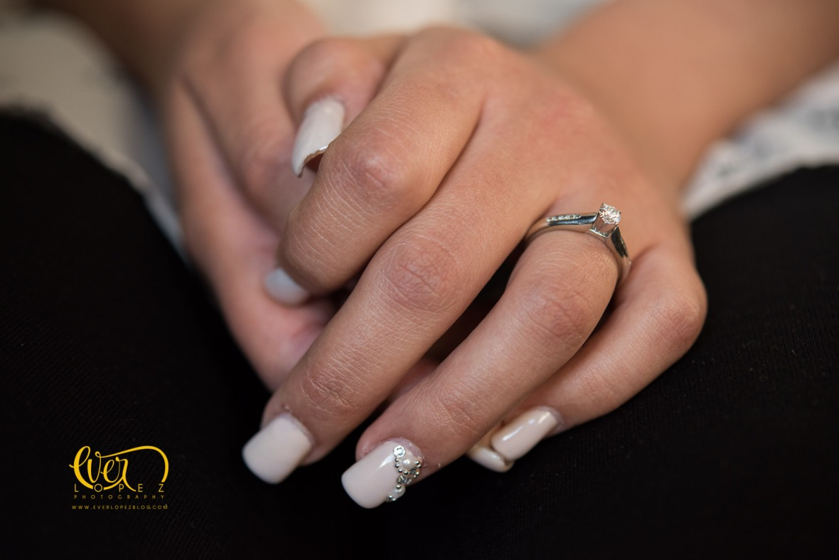 fotos de bodas ameca jalisco mexico durante el maquillaje gloria bustos makeup anillo compromiso