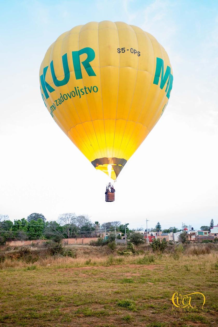 Fotos durante la entrega del anillo de compromiso en un globo aerostatico, Guadalajara, Jalisco, Mexico.