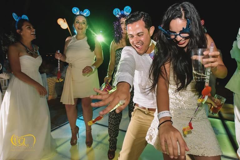 fotos de boda en hotel mayan palace puerto vallarta nuevo vallarta nayarit grand, fotografo profesional de bodas en punta de mita Ever Lopez sayulita punta monterrey, mejor, lugar, mejores, lugares, para bodas, fotografo, fotografos de bodas, baile de novios, grupo versatil, dj, musica, organizacion de bodas, wedding planner, telefono, direccion, Ever Lopez
