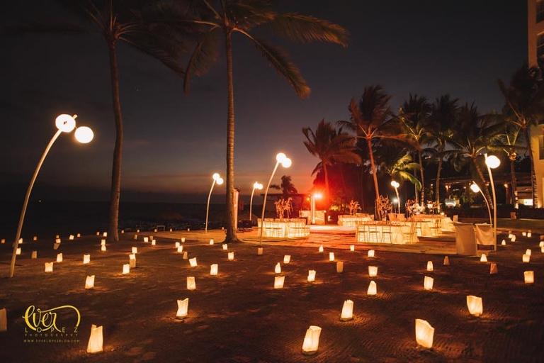 fotos de boda en puerto vallarta hotel mayan palace novios bailando vals, wedding planner