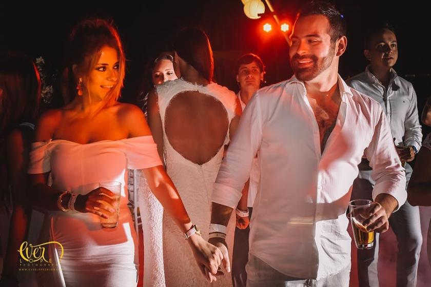 fotos de boda en hotel mayan palace, puerto vallarta, jalisco, mexico. luz y sonido, dj para bodas, precios, wedding planner.