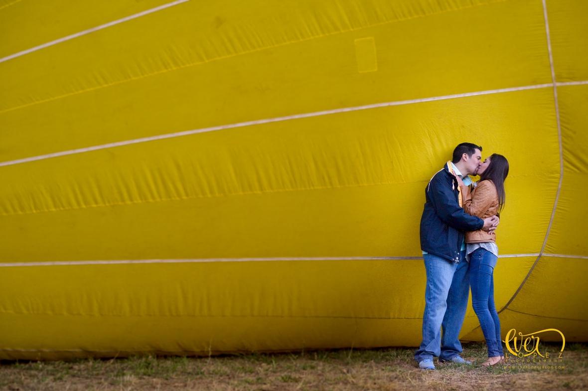Entrega de anillo de compromiso durante vuelo en globo aerostatico.  Guadalajara, Jalisco, Mexico. fotos novios