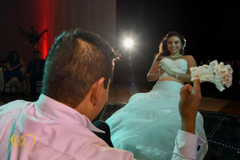 Lanzamiento de liga en boda