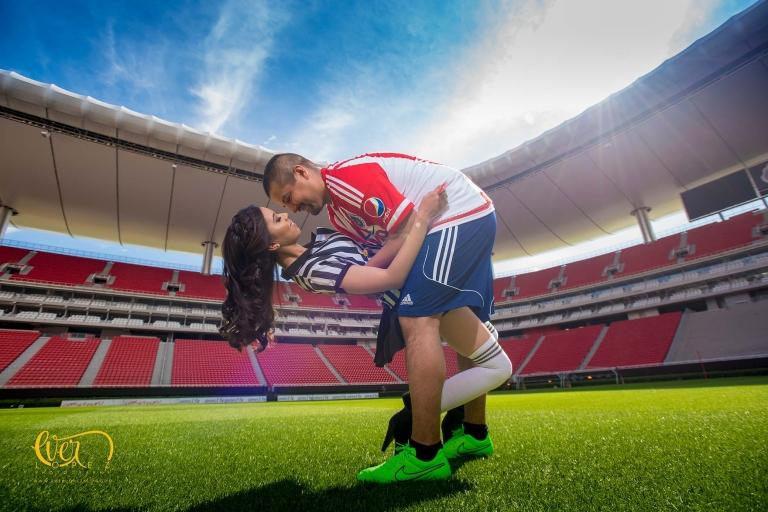 fotos de novios futbolistas jugando futbol